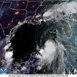 Laura ya es huracán y amenaza con llegar como categoría 3 a Estados Unidos