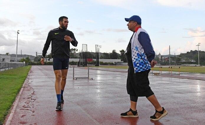 Carlos Guzmán trabajó con Wesley Vázquez cuando el semifondista bajo de 1:44 en el 2019 y quedó quinto en el Campeonato Mundial de ese año. luis.alcaladelolmo@gfrmedia.com