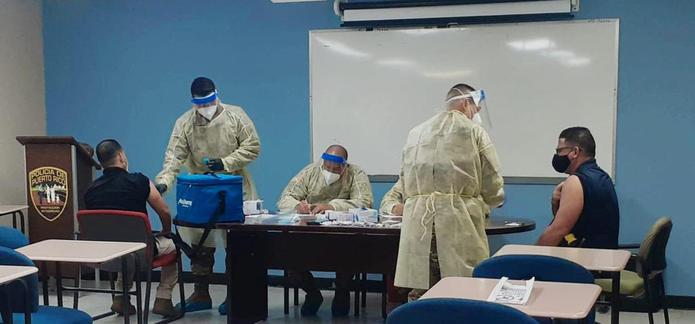 La Guardia Nacional de Puerto Rico (GNPR) continuó con su itinerario de vacunación para suministrar las segundas dosis de la vacuna contra el COVID-19 producida por la compañía Moderna al personal del Negociado de la Policía de Puerto Rico (NPPR) en el área de Caguas.
