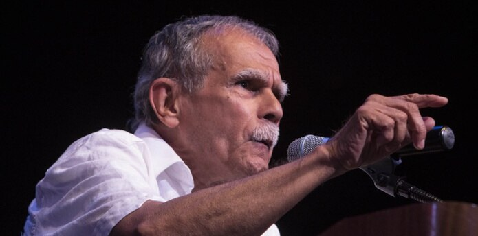 Tras su llegada a La Habana hace una semana, Oscar López Rivera fue condecorado con la Orden de la Solidaridad. (EFE / Miguel Rajmil)
