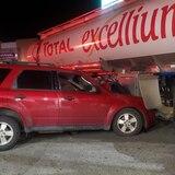 Guagua impacta camión de gasolina en Mayagüez