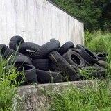 Pedro Pierluisi firma orden ejecutiva para que Guardia Nacional ayude a recoger neumáticos