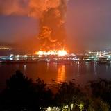 Fuego arrasa con bodega en San Francisco