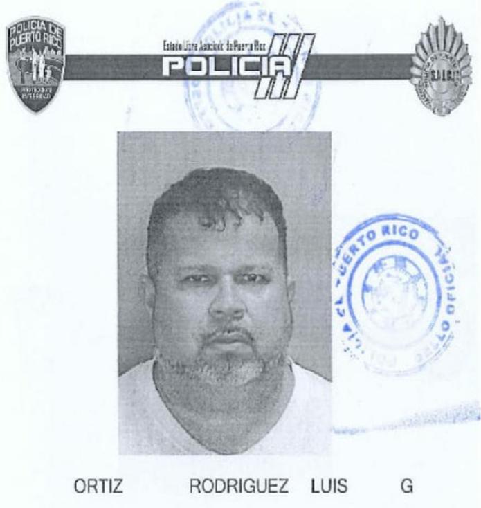 Contra Luis G. Ortiz Rodríguez de 48 años, quien es vecino de Yauco, pesa una orden de arresto por cargos de tentativa de asesinato y apropiación ilegal de un vehículo de motor con una fianza de $400,000 que fue expedida por la jueza Annette Santiago Díaz, del Tribunal de Ponce.