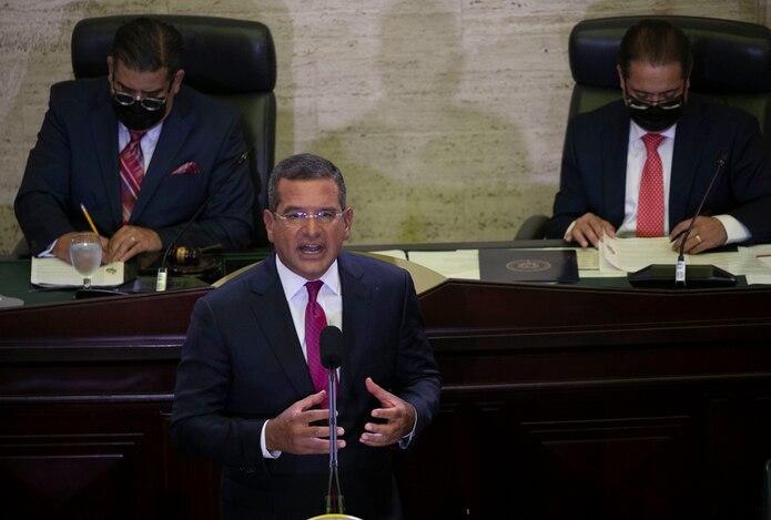 Gobernador Pedro Pierluisi ofreciendo su mensaje.