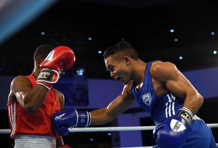 Yankiel Rivera (azul) perdió por una decisión unánime contra el dominicano Rodrigo Marte (rojo).
