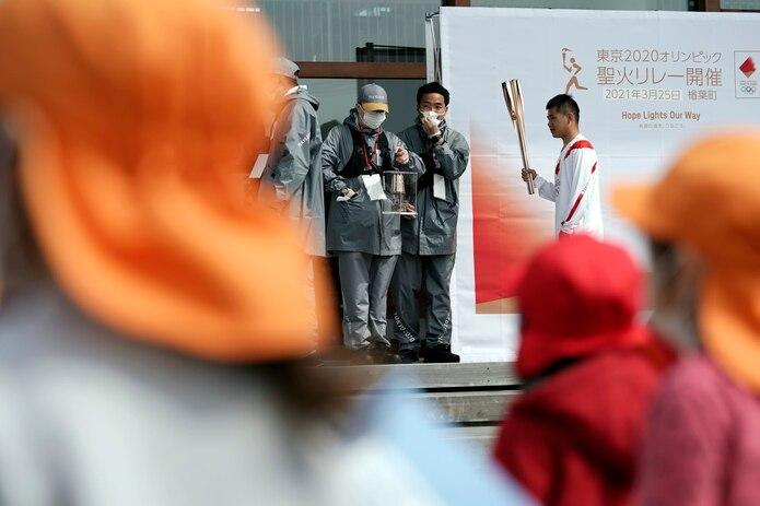 Los organizadores locales y el Comité Olímpico Internacional esperan que el relevo de la antorcha incline la balanza de la opinión pública a favor de los Juegos en Japón.