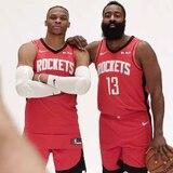Estrellas de la NBA lucen nuevos colores