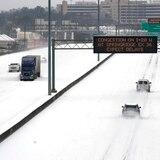Nueva crisis por tormenta invernal: ciudades de EE.UU. carecen de agua potable