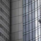 """Hombre Araña francés"" escala rascacielos de 502 pies"
