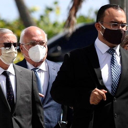 Doctor Juan Salgado llega al Capitolio con su defensa