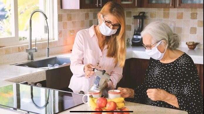Los cuidadores de los envejecientes deben estar atentos a su estado de ánimo durante esta situación de la pandemia.