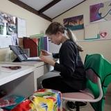 Los retos de guiar a los hijos en las clases virtuales desde casa