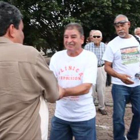 Luis Guzmán celebra su cumpleaños en su pueblo