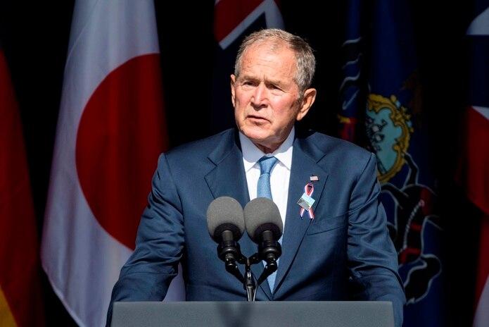 En el vigésimo aniversario del 11 de septiembre, el ex presidente de los Estados Unidos, George W Bush, habla desde una ceremonia oficial en el Monumento Nacional del Vuelo 93 en Shanksville, Pensilvania.