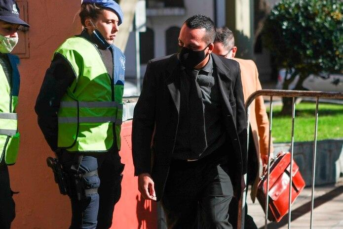 Ricardo Almiron, enfermero imputado por la muerte de Diego Maradona, a su llegada para declarar ante la fiscalía.
