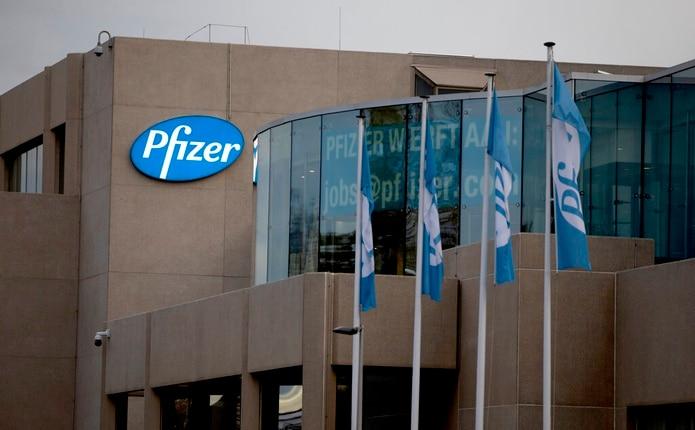 Pfizer anunció el lunes que los resultados preliminares de la vacuna sugieren que las dosis podrían ser 90% efectivas para prevenir el COVID-19.