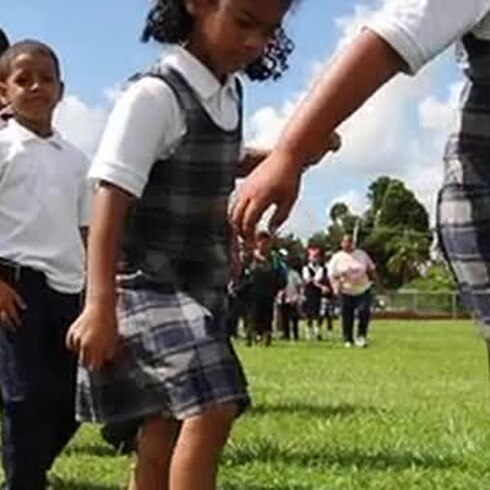 Niños hacen su simulacro de terremoto
