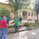 """Humacao limpia escuela """"abandonada"""" por Educación y Edificios Públicos"""