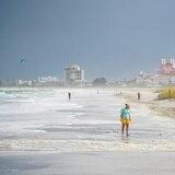 Tormenta Elsa se dirige a Georgia tras tocar tierra en Florida