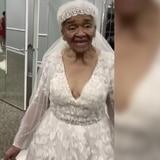 Emotivo momento: Abuela de 94 años usa un vestido de novia por primera vez