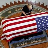 Arizona rinde homenaje a John McCain