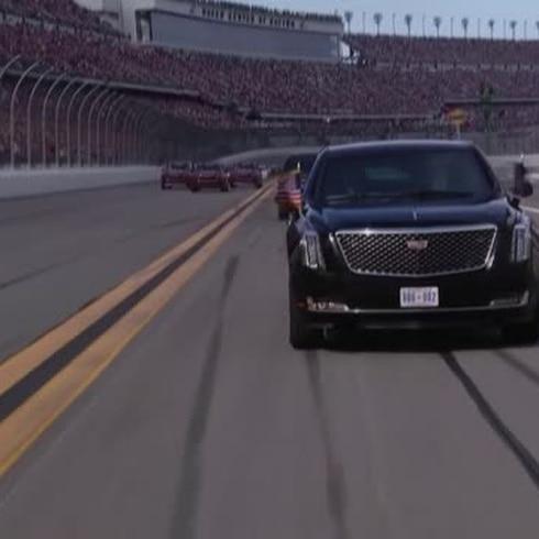 """Trump llega con """"La Bestia"""" a las 500 Millas de Daytona"""