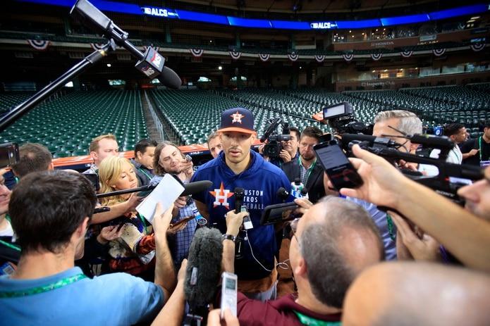 Carlos Correa fue abordado hoy, previo al inicio de la serie ante los Red Sox mañana viernes, sobre sus pensamientos actualmente sobre la pendiente agencia libre.
