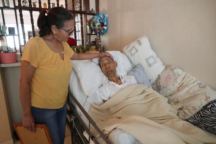 Tirsa Flores, hija de Don Emilio Flores M‡rquez, quien estableció el réŽcord Guinness como el hombre más viejo del mundo. (FOTO: VANESSA SERRA DIAZ vanessa.serra@gfrmedia.com)