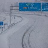 España empieza a retirar la nieve de la tormenta Filomena