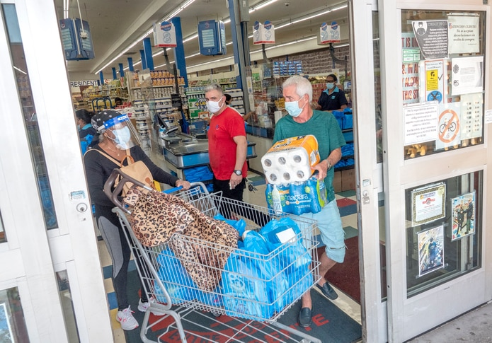 Miami residents go to buy supplies to prepare for the passage of Hurricane Isaías in their area.