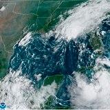 Tormentas Laura y Marco afectan producción petrolera en el Golfo de México