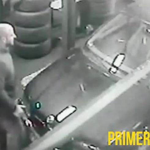 Vídeo: Mecánico se cae por un roto