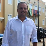 Barranquitas entrega incentivo de $500 a empleados municipales