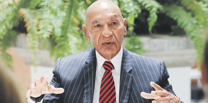 La demanda incluye al alcalde de Aguadilla, Carlos Méndez, el municipio y la Legislatura Municipal. (ARCHIVO)