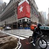 Macy's suspende a la mayoría de sus empleados