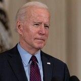 Biden alienta a una mujer despedida durante la pandemia