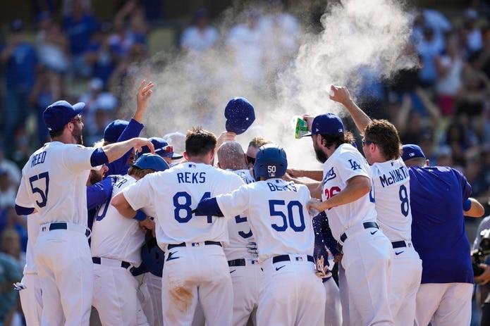 Las lesiones, suspensiones y la baja en la producción afectaron malamente la primera mitad de la temporada a los campeones de la Serie Mundial, los Dodgers de Los Ángeles.