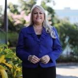 Gobernadora presenta medida para asegurar fondos federales para servicios a personas con diversidad