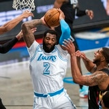 Altercados y expulsiones en la victoria de los Lakers sobre los Nets