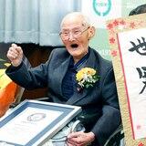 Guinness certifica a japonés como el hombre más viejo del mundo