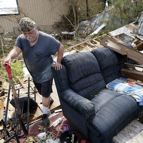 Huracán Laura deja 14 muertos a su paso por sur de Estados Unidos