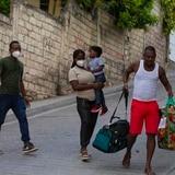 Familia migrante planea volver a huir tras ser devuelta a Haití
