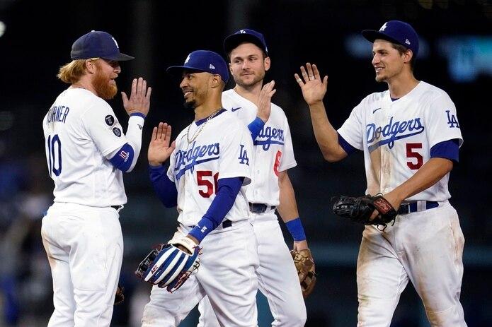 Los Dodgers tienen asegurado su participación en los playoffs por medio de un puesto de wild card pero aún libran una batalla por la división ante los Giants.