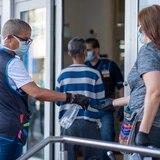 Walmart y Sam's en Puerto Rico continuarán exigiendo mascarillas a clientes y empleados