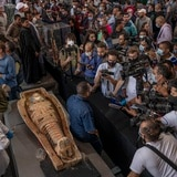 Presentan al público las momias de Saqqara