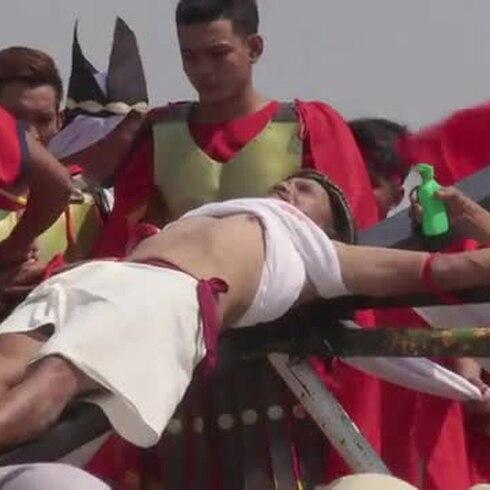 Controversia por una crucifixión extrema en Filipinas