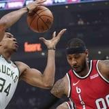 Bucks vencen a Blazers con triple-doble de Antetokounmpo