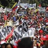 """Miles de chavistas protestan en Caracas en rechazo al """"ataque"""" del sistema eléctrico"""