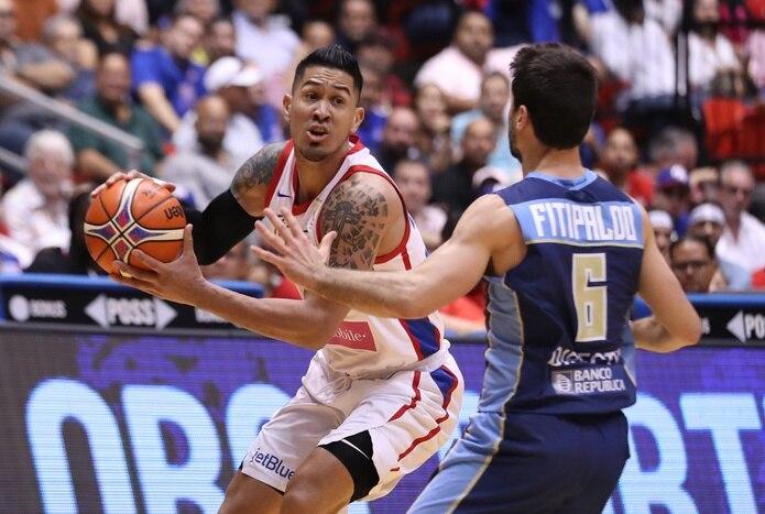 David Huertas, con el balón, había anunciado su retiro del seleccionado de baloncesto de Puerto Rico en febrero del 2020.